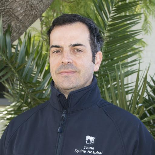 Dr Aaron Hodder